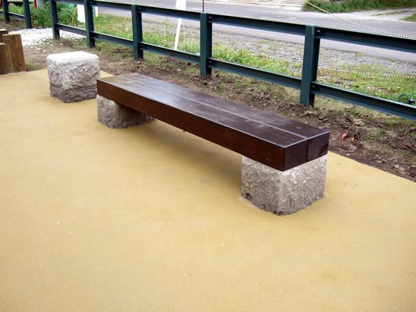 旧手宮線 木製ベンチ